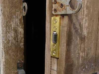 фиксатор двери